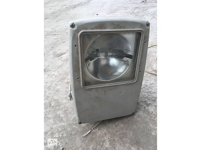 Прожектор 150Вт галогенный/Светильник люминесцентный 80Вт
