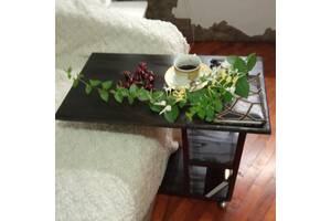 Прікроватний кавовий столик на колесах.