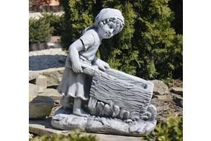 Садовая фигура девушка с тележкой для вазона