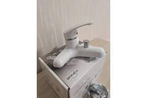 Смеситель для ванны из термопластичного пластика (пластиковый смеситель
