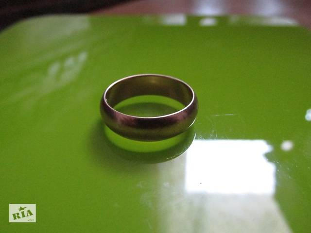 Кольцо обручальное 375 проба, золото.ТОРГ.- объявление о продаже  в Хмельницком
