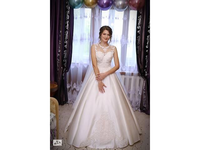 бу Продам свадебное платье атлас в Ровно