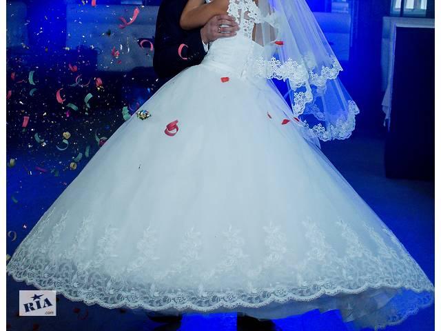 купить бу Весільна сукня в Владимир-Волынском