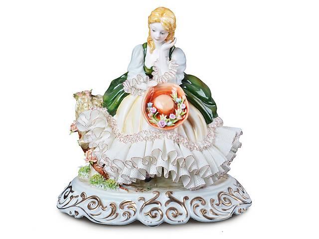 продам Статуэтка Девушка с шляпкой 24 см фарфор Италия бу в Киеве
