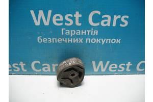 Б / У Подушка (опора) КПП левая A4 1994 - 2001 8D0399151H. Лучшая цена!