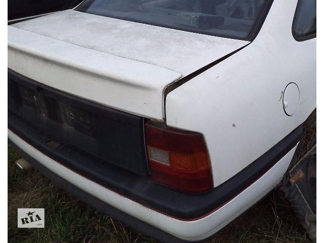 купить бу Б/у бампер задний для седана Opel Vectra A 1990 в Николаеве