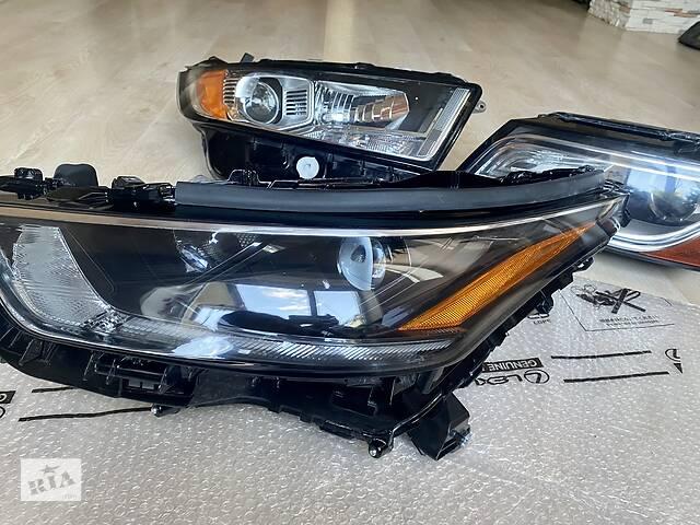 купить бу Б/у фара для Toyota Highlander 2020, 2021, USA США, оригинал  в Одессе