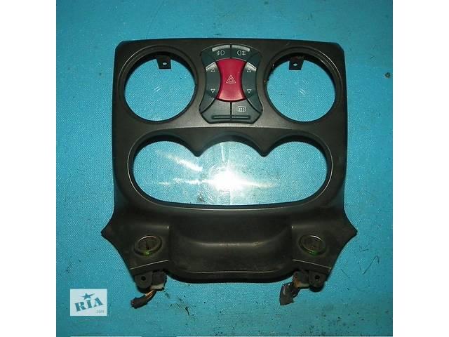 купить бу Б/у консоль, накладка торпеды центральная с блоком кнопок Fiat Doblo 2000-2009 в Львове