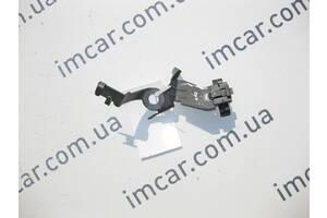 Б/У Mercedes Металлический держатель проводов на заднем  правом кулаке E-Class W211 CLS C219 SL R230 A2115460143