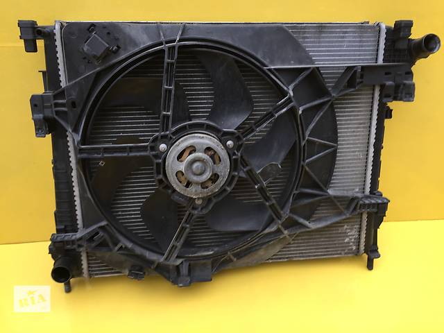 продам Б/у радиатор для легкового авто Renault Trafic бу в Ковеле