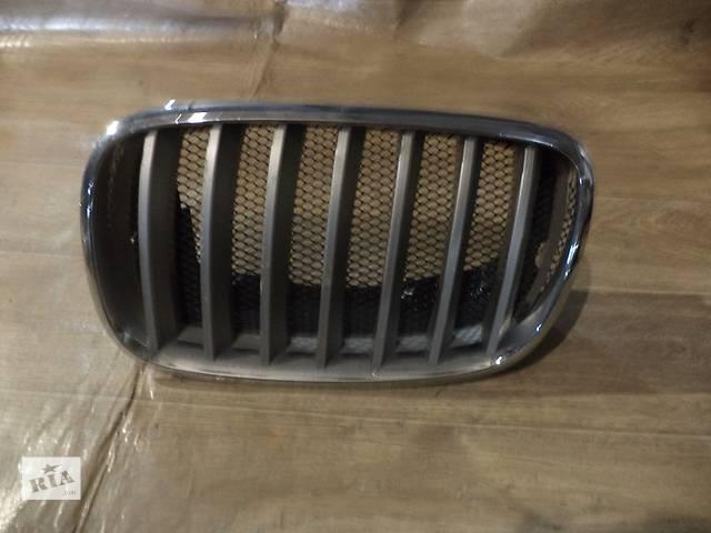 купить бу Б/у решётка радиатора левая (ноздря) для кроссовера BMW X5 E70 2008г в Николаеве