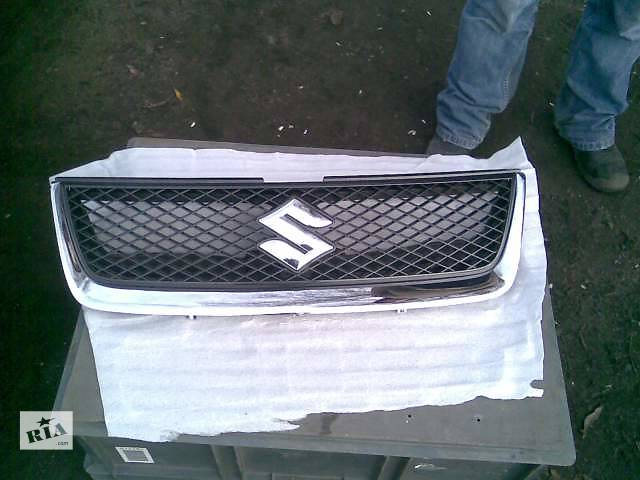 продам Б/у решётка радиатора Suzuki Grand Vitara бу в Киеве