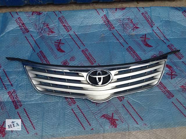продам Б/у Решётка радиатора Toyota Avensis бу в Киеве