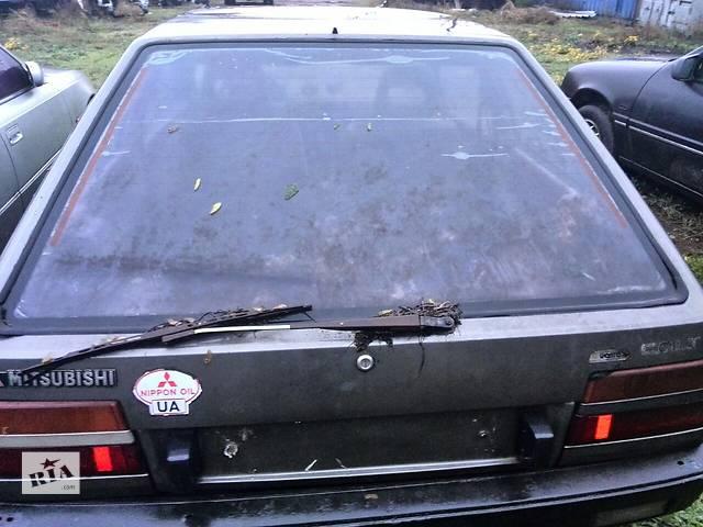купить бу Б/у стекло крышки багажника для хэтчбека Mitsubishi Colt 1986г в Николаеве