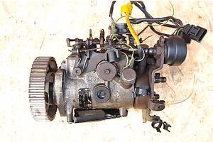 б/у Топливные насосы высокого давления/трубки/шестерни Volkswagen Caddy