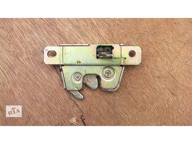 продам Б/у замок крышки багажника для легкового авто Seat Toledo 91-99г бу в Сумах