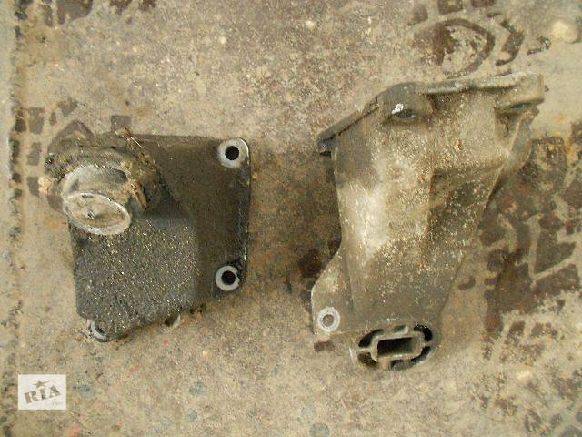 купить бу Б/у Деталі двигуна Кронштейн Легковий Audi 100 1995 в Чопе