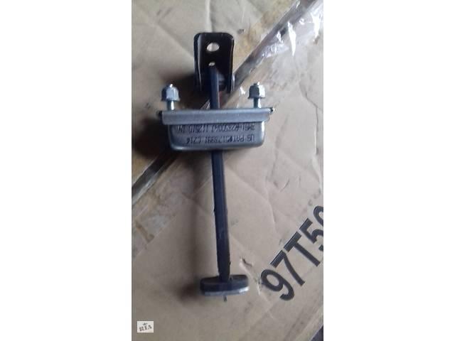 купить бу б/у Двери/багажник и компоненты ограничитель двери Ford Kuga 2011 в Запорожье