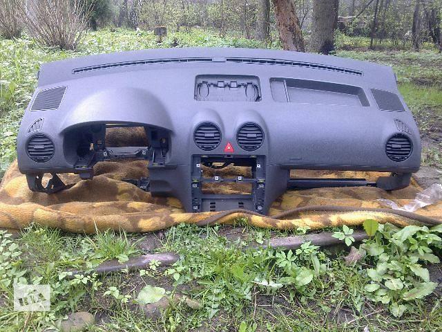 б/у Компоненти кузова Торпедо/накладка Легковий Volkswagen Caddy 2009- объявление о продаже  в Львові