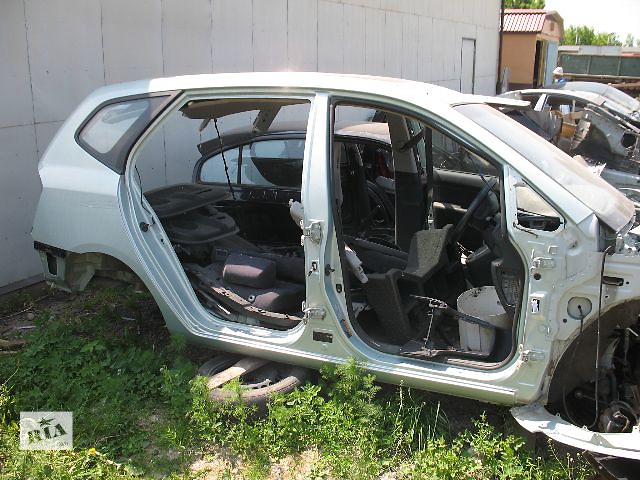 купить бу Б/у крыло заднее для легкового авто Kia Carens 2007 в Луцке