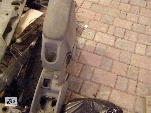 бу Б/у Підлокотнік Легковой Renault Kangoo пасс. 2010 в Дубно (Ровенской обл.)