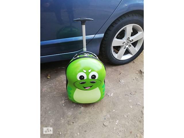 продам 3D детский пластиковый чемодан дорожный на колесах для ребенка Дракоша бу в Запорожье