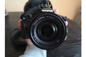 Майже новий дзеркальний фотоапарат Olympus E-450 Kit 14-42 zuiko