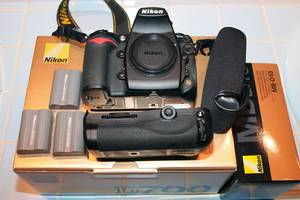 Нові Дзеркальні фотоапарати Nikon D700 (24-70 VR)