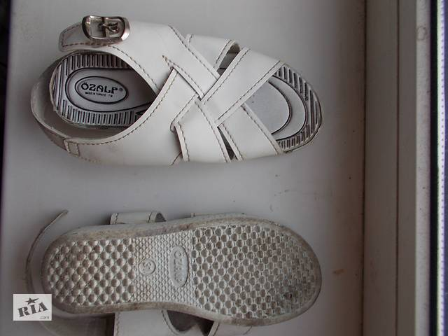 Продам босоножки кожанные белые б/у на девочку, размер на подошве-31, стелька-19 см- объявление о продаже  в Харькове