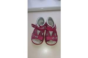 б/в Дитячі сандалі