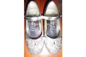 б/у Детские туфли на каблуках