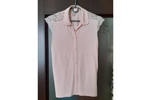 В наличии шикарная блузка на девочку, написано 152-156, но в реале где-то на 8-9 лет.
