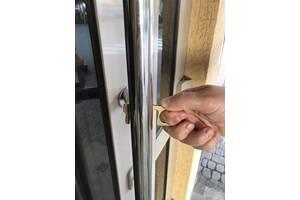 Гигиенический брелок toucher/тачер - бесконтактный открыватель дверей и нажиматель кнопок