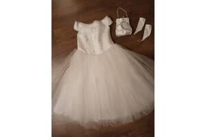 Нарядное платье, сумочка, перчатки на девочку 7-10лет