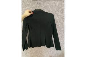 Стрейчевый черный пиджак