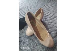 В хорошем состоянии замшевые и лаковые 38 р)) Производитель Sole Desire и Footglove качественную обувь