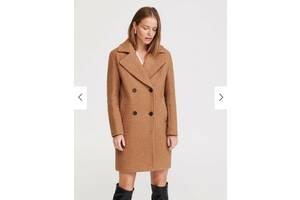 Женское демисезонное пальто прямого кроя на пуговицах с отложным воротником Reserved
