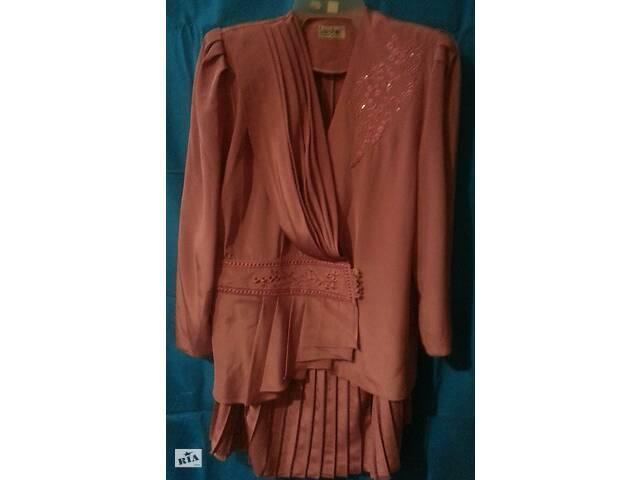 продам Женский костюм двойка - жакет, юбка, малиновый, шелк бу в Одессе