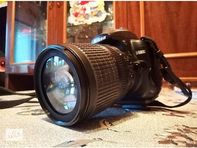 купить бу Nikon D5000 зеркальный фотоаппарат  + штатив в Киеве