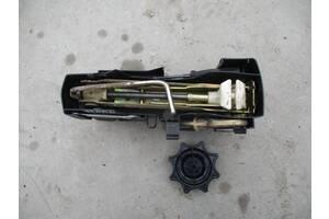 домкрат набір ключ для фольксваген поло 2002 РІК  Вживаний домкрати Volkswagen polo 2002