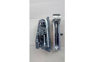 донкрат ключ для ауді A6 C6  Б/у детали кузова (Общее) для Audi A6