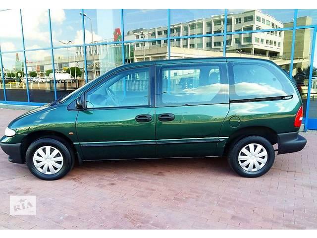 купить бу Дверь передняя для Chrysler Voyager 1996 в Львове