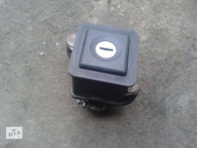 купить бу Двери/багажник и компоненты Замок крышки багажника Легковой Volkswagen Passat 1998 в Запорожье