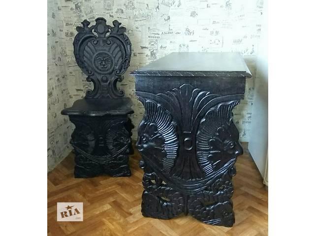 Стол и стул с резьбой в стиле ренессанс