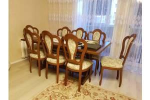 Столи у вітальню