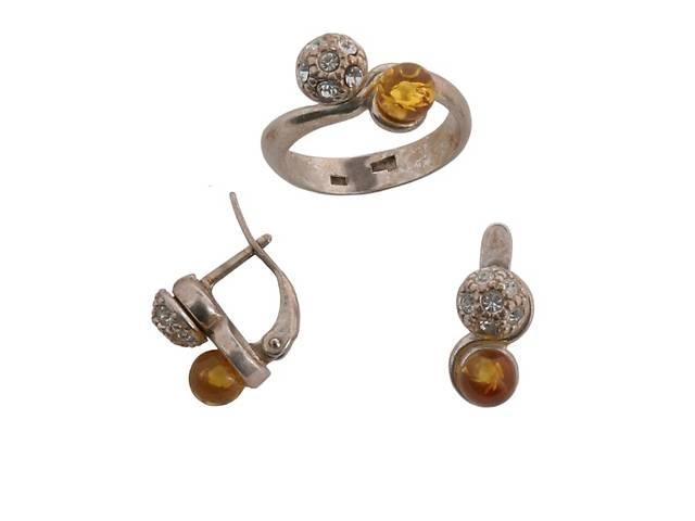 """продам Гарнитур """"Куба"""" с янтарем (d44712j0) (В наличии только кольцо 18 размер) бу в Дубно"""
