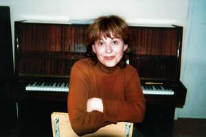 Навчаю естрадному та академічному вокалу,  грі на фортепіано