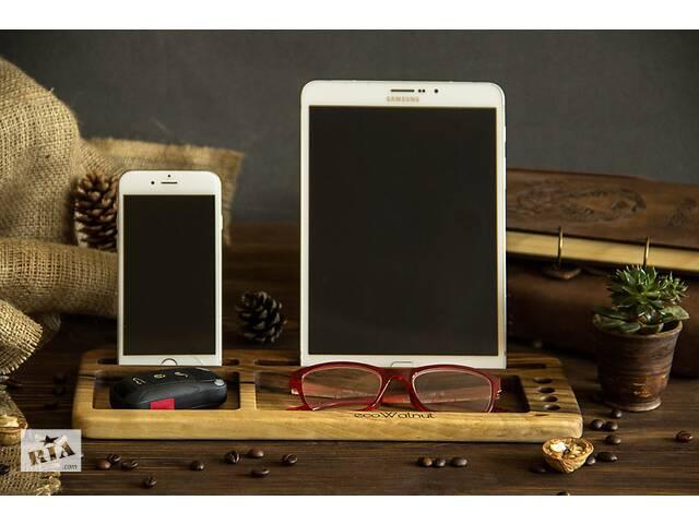 продам Підставка для планшета і смартфона з деревини горіха з гравіюванням логотипом на робочий стіл - корпоративний подарунок бу в Києві