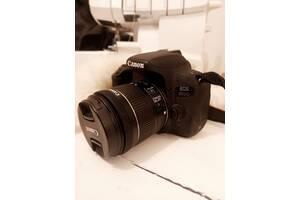 Дзеркальні фотоапарати Canon