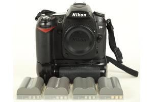 Nikon D90 body + бат.блок + 4 акумулятора.